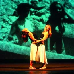 Epopea dai libri al teatro:  le amiche di Elena Ferrante