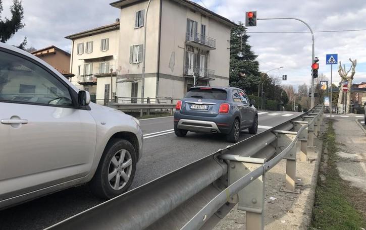 Olgiate, il semaforo accende le polemiche  «Penalizza i residenti e porta traffico»