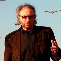 """Una chitarra  verso il cielo:  l'""""InCanto"""" di Renato Franchi"""