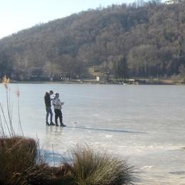 Il lago del Segrino non gela  «È colpa del clima pazzo»