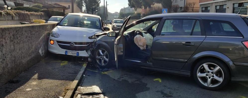 Malori in auto, doppio scontro a Robbiate  Un uomo perde la vita, feriti due anziani
