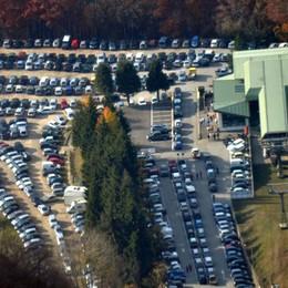 Parcheggi al collasso per lo sci  Patto fra sindaci per scongiurare il caos
