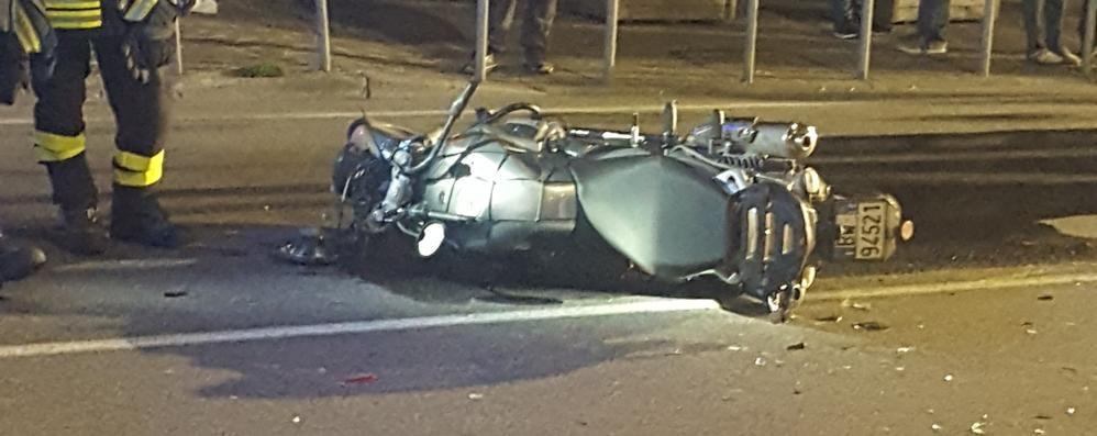 Incidente tra auto e moto  Paura nella notte a Calolzio