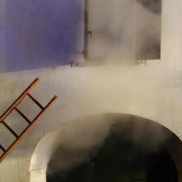 Incendio in comunità, undici evacuati  Le fiamme divampate all'ora di cena