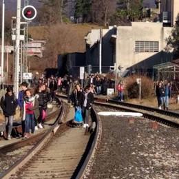 Oggiono, studenti lungo i binari  Lezioni di sicurezza con le Ferrovie