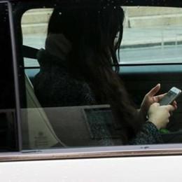 """La Polstrada: """"Ritiro della patente""""  a chi guida con il cellulare"""""""