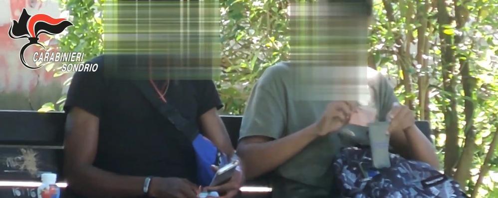 Droga: 19 arresti in Valtellina, molti profughi nigeriani