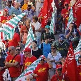 Cgil, Cisl e Uil oggi sono in piazza   Da Lecco 600 contro il Governo
