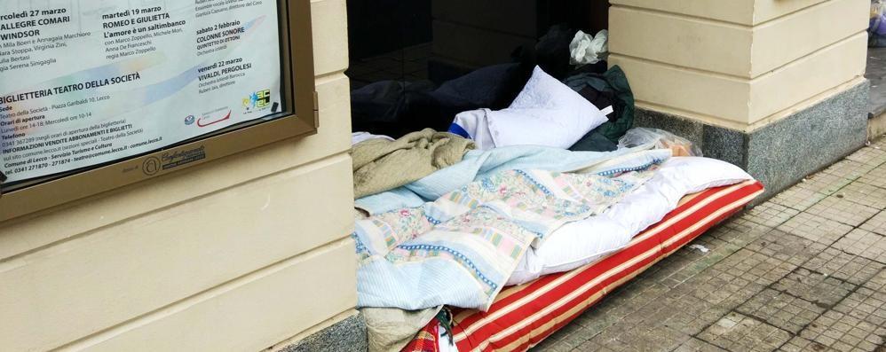 Lecco, il sindaco Brivio vieta la città ai clochard
