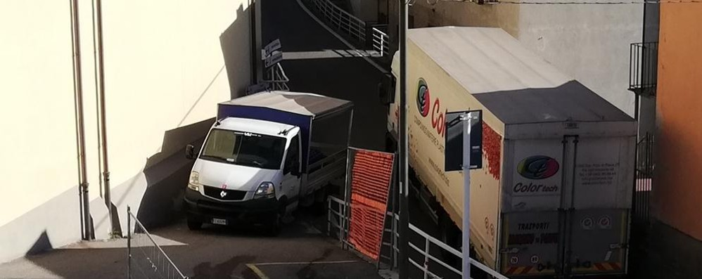 Tremezzina, vertice sulla Regina  Guerra: «Camion a senso unico»