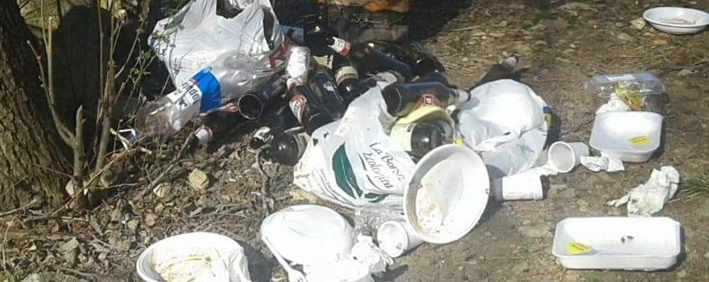 Oggiono. Il pranzo sul lago  Nessuno raccoglie i rifiuti