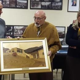 Civate, quadro in dono  Nel ricordo del sindaco