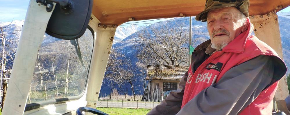 Nel meleto a 92 anni: «È la mia vita e poi... la pensione non basta»