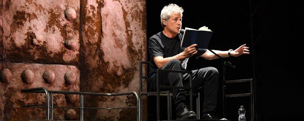"""""""Novecento"""" nella voce di Baricco  Al Sociale lo show della letteratura"""