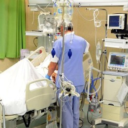 Colle Brianza, ruzzola da un pendio Uomo di 82 anni grave in Rianimazione