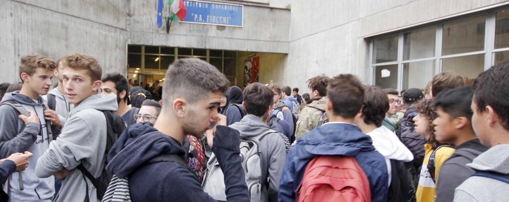 """Il """"superponte"""" delle scuole  A Lecco tanti rientrano il 26"""