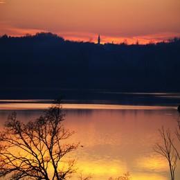 Nella notte recuperato un corpo  dal lago di Annone