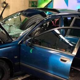 Gottardo, tragedia nel tunnel  Camion perde una ruota  che finisce su un'auto: un morto
