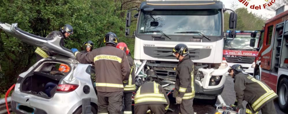Missaglia, auto contro un camion  Ferito un quarantenne
