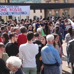 Trecento in piazza  «No, alla zona rossa»