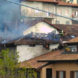 Galbiate, incendio a Villa Vergano  Distrutto il tetto di una casa disabitata