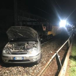 Paura a Erba Treno investe un'auto  Illeso il conducente