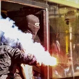 Derby, molti da Lecco senza biglietto  Scontri con la polizia ai giardini    Vie chiuse per 20 minuti: è caos (video)