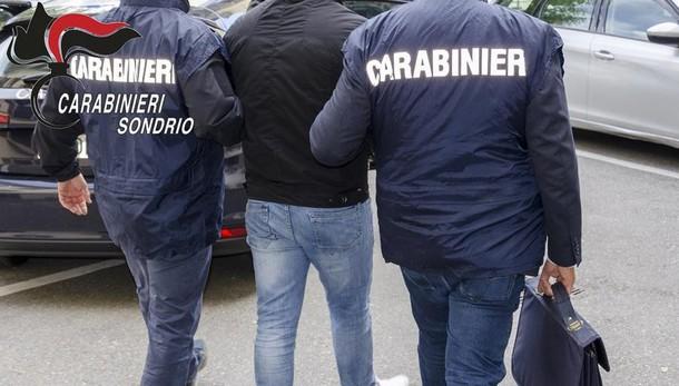 Ricercato per traffico d'armi da guerra: arrestato dai carabinieri di Sondrio