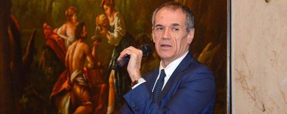 Cottarelli lunedì a Lecco  L'economia dopo le europee