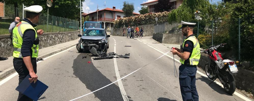 Proserpio: moto contro auto  Ferito un ragazzo di 17 anni