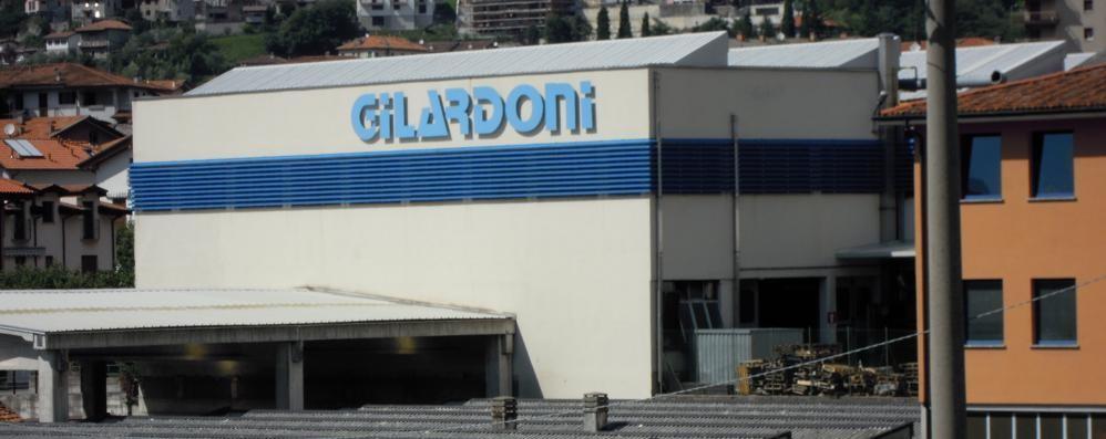 Fasoli: «Odori cattivi, ma non pericolosi»  E la Gilardoni prepara il secondo camino