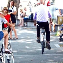 Lecco: «Sul lungolago    meno auto e più bici»