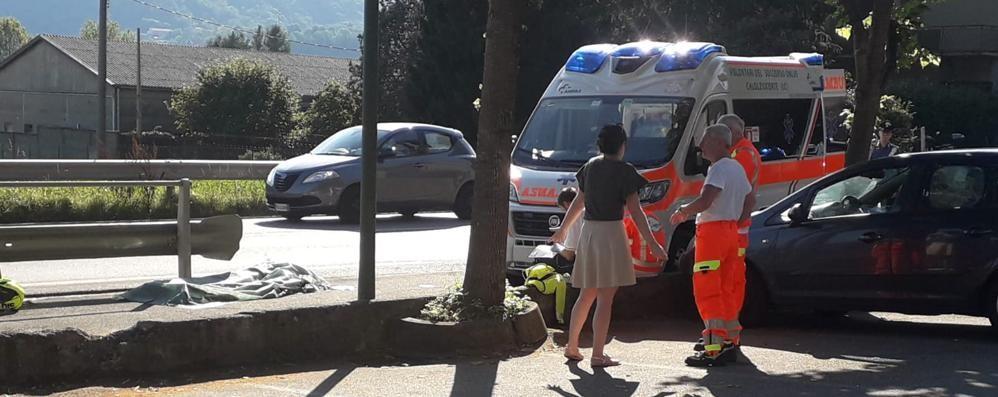 Monte Marenzo, In moto urta un'auto   e sbatte sul guardrail