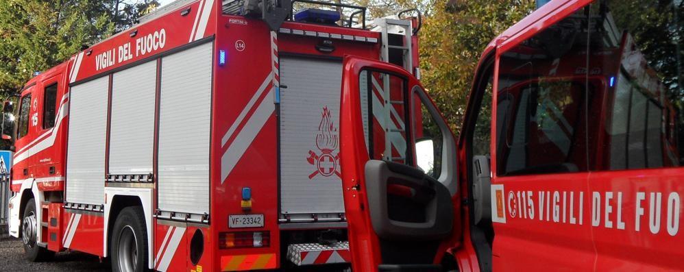 Allarme incendio ad Annone  Brucia catasta di legna
