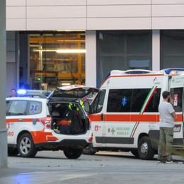 Incendio nell'azienda tessile  Soccorsi 10 operai, nessuno grave