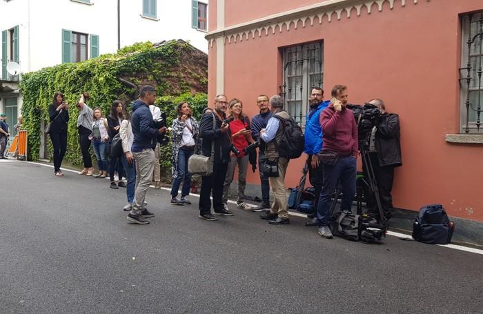 I fotografi in attesa dell'arrivo di Obama