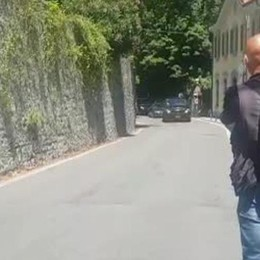 Ore 14.33: vacanza finita  Obama lascia villa Clooney   IL VIDEO DEL CORTEO