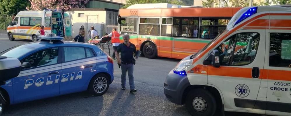 Lecco, si sentono male sul bus per il caldo  Finiscono in ospedale sette ragazzi