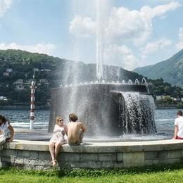 «Viale Geno, basta tragedie nel lago  Cartelli per segnalare il pericolo»