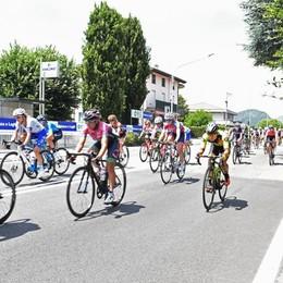 Il Giro donne in Brianza Un lampo rosa nel caldo