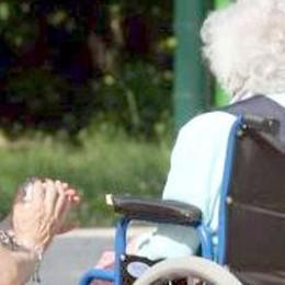Lecco. Anziani soli in estate  Un registro per trovare la badante
