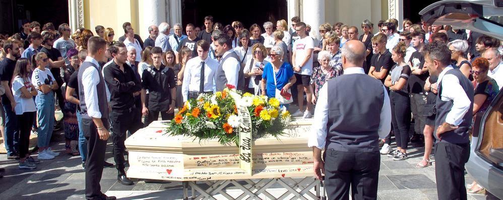Canzo, firme e ricordi   Per sempre con Lorenzo
