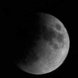 In corso l'eclissi di luna  Visibile a occhio nudo