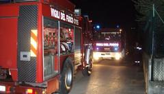 Incendio di due auto a Dorio  Arrivano i vigili del fuoco