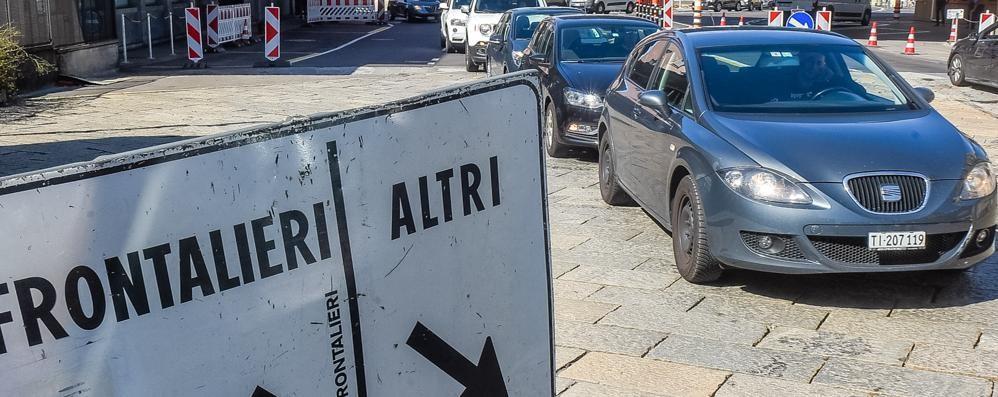 Salva frontalieri bocciato  Ancora a rischio sequestro  le auto con targa ticinese