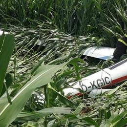 Alzate, aliante in difficoltà  atterra nel campo di grano