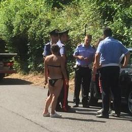 Oliveto, Blitz per la sicurezza in spiaggia  Auto rimosse e multe agli abusivi