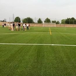 Il campo di erba sintetica è pronto  «È ancora più bello del previsto»