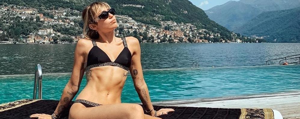 Sul lago dei vip avvistate altre star  Miley Cyrus reale, Di Caprio un abbaglio