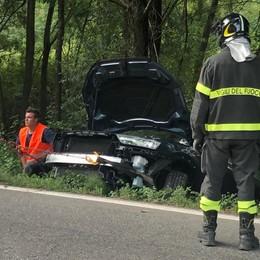 """Auto """"vola"""" fuori strada  Giovane ferito a Monte Marenzo"""